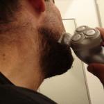 電気シェーバー(電動髭剃り)が肌に優しいとされている理由。正しいモデル選びとメンテナンス方法