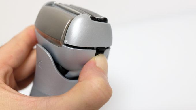 ES-MT21-Hはヘッド両脇に着脱ボタン