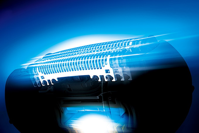 スキンケアシェーバー搭載の高速リニアモーター